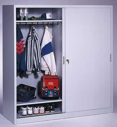 Sportgarderoben-Schrank mit Schiebetüren von C+P